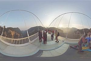 360°全景VR视频:《张家界玻璃桥》中国360度空中视频 (2021)