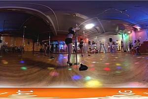 360° VR全景视频:性感钢管舞表演美女钢管舞VR视频下载4K高清